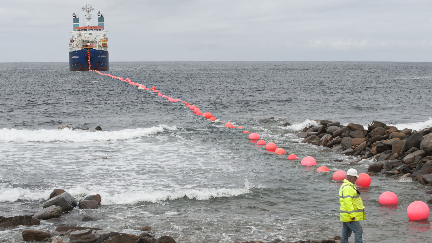 Cable-laying-at-EMEC-test-site-Credit-Mike-Brookes-Roper-courtesy-of-EMEC-_M5R9197-HR_16x9