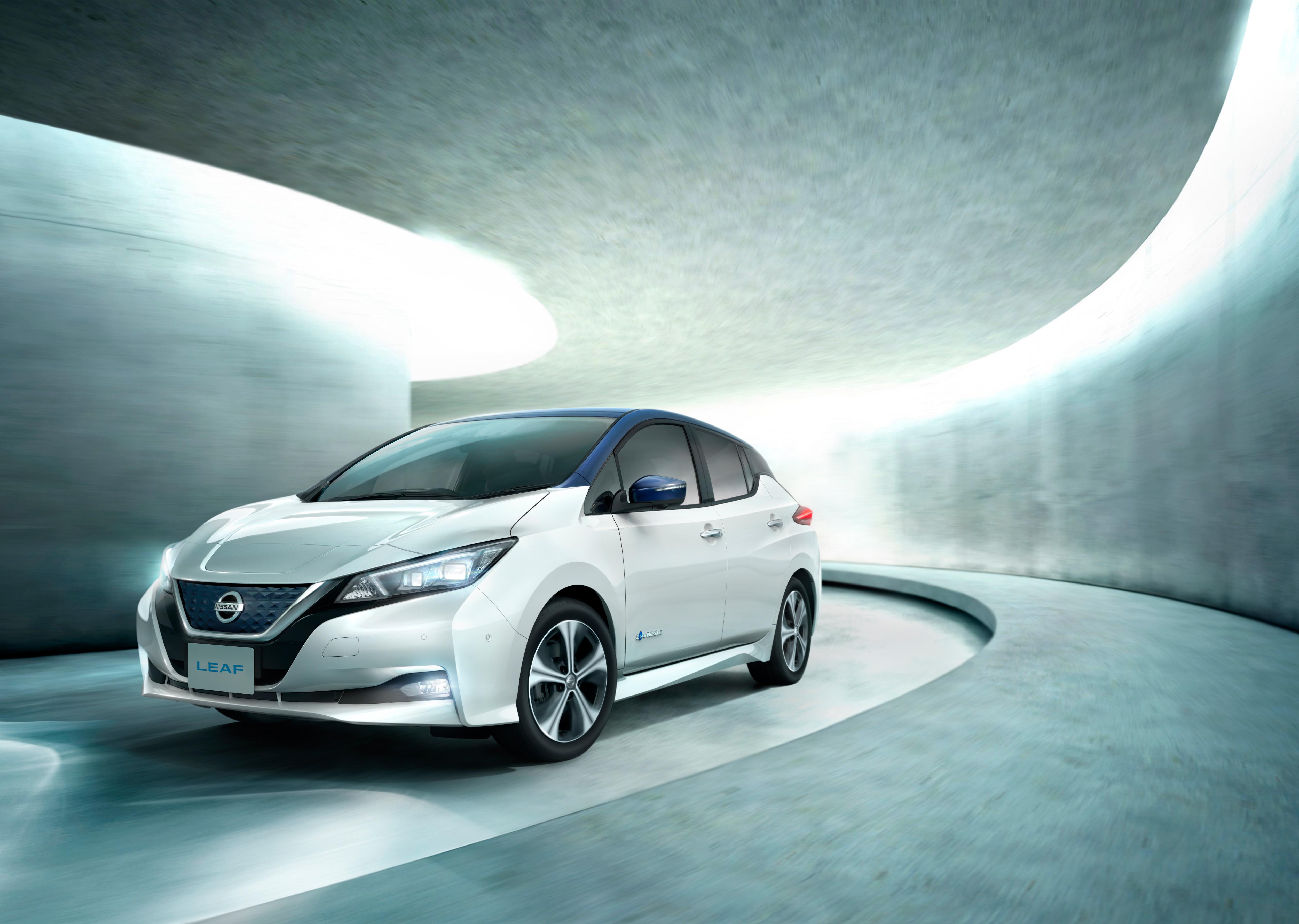 New-2018-Nissan-LEAF-awards