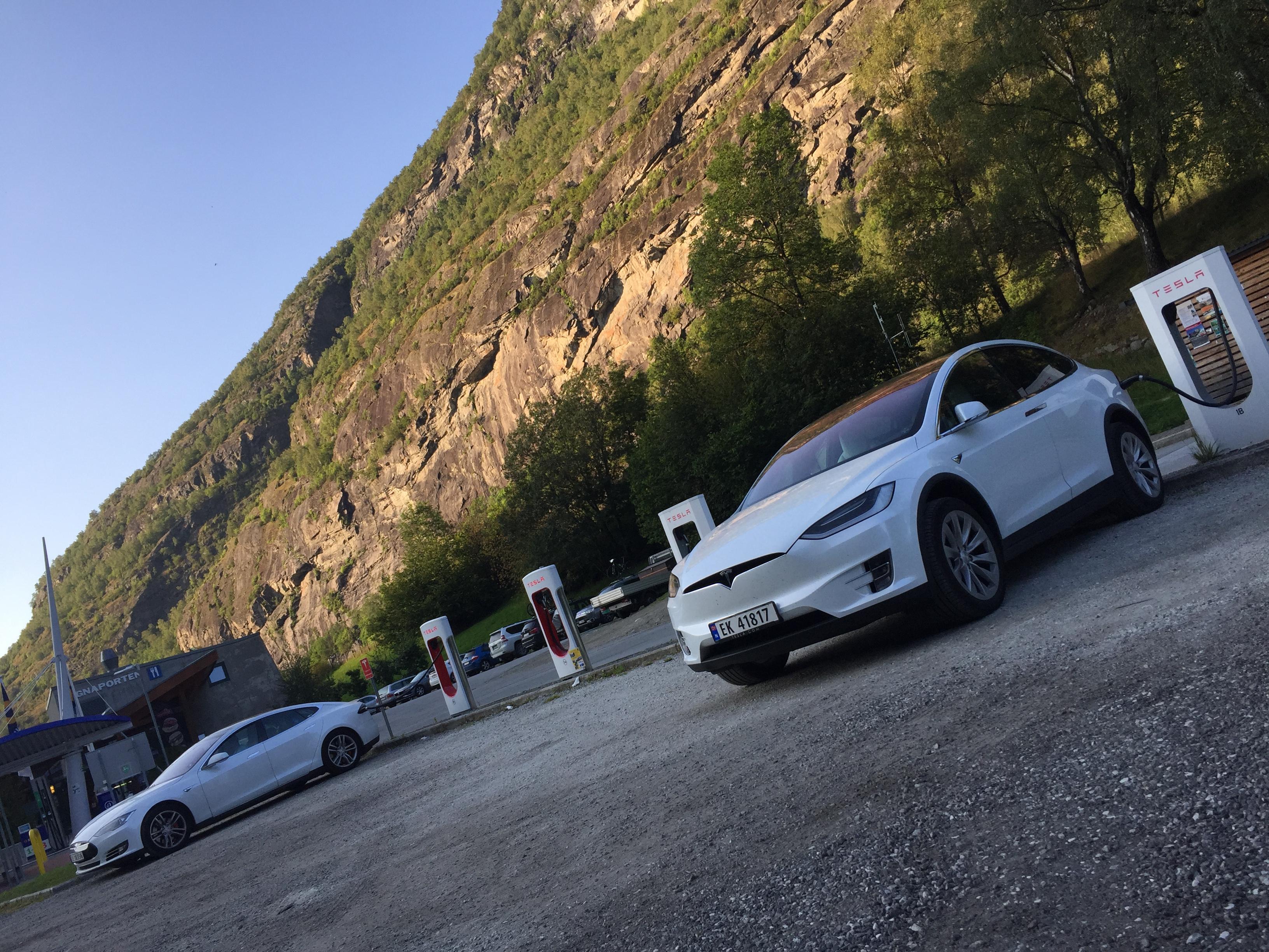 Norway-Tesla-Model-X-Model-S-Supercharging