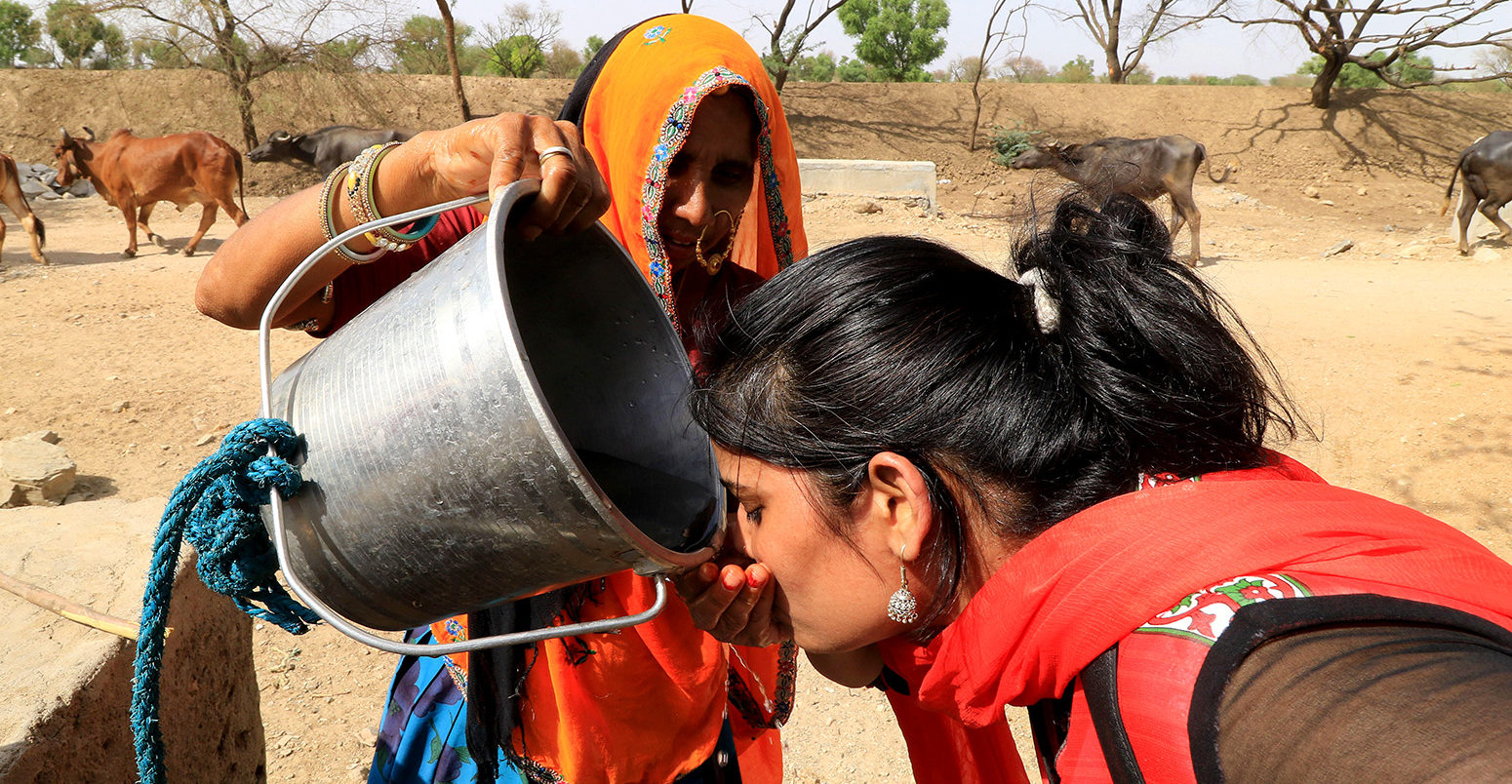 Jaipur, India. 19th May, 2016. An Indian woman quenches her thirst during the hot summer day outskirts of Jaipur, Rajasthan. Temperature records are rapidly getting shattered as North Indian states and towns are left to sizzle under extreme heat condition