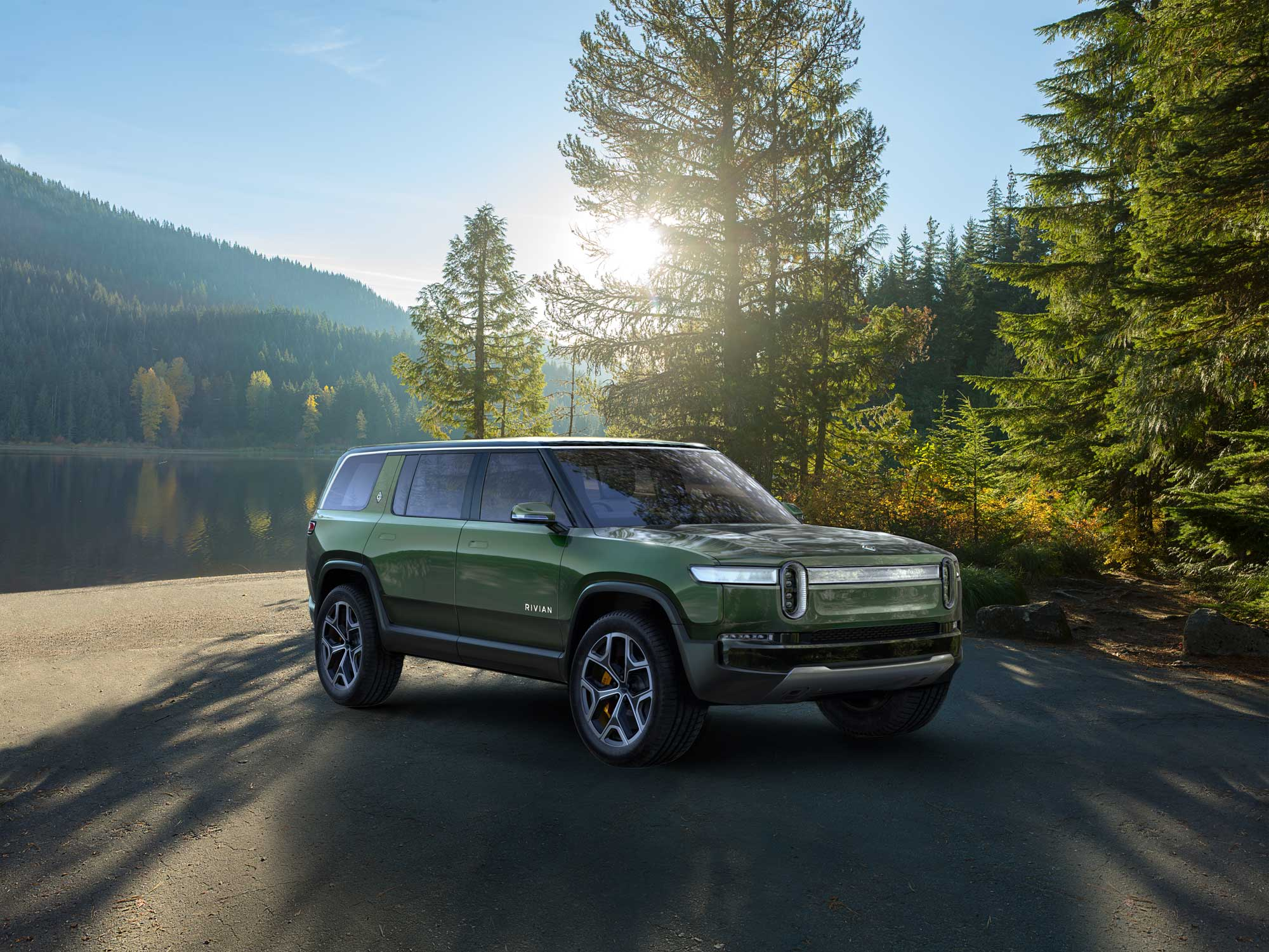 A.-Rivian_R1S_Front