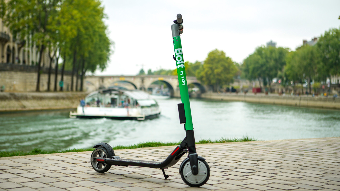 Bolt-by-Taxify-Scooters-in-Paris-1