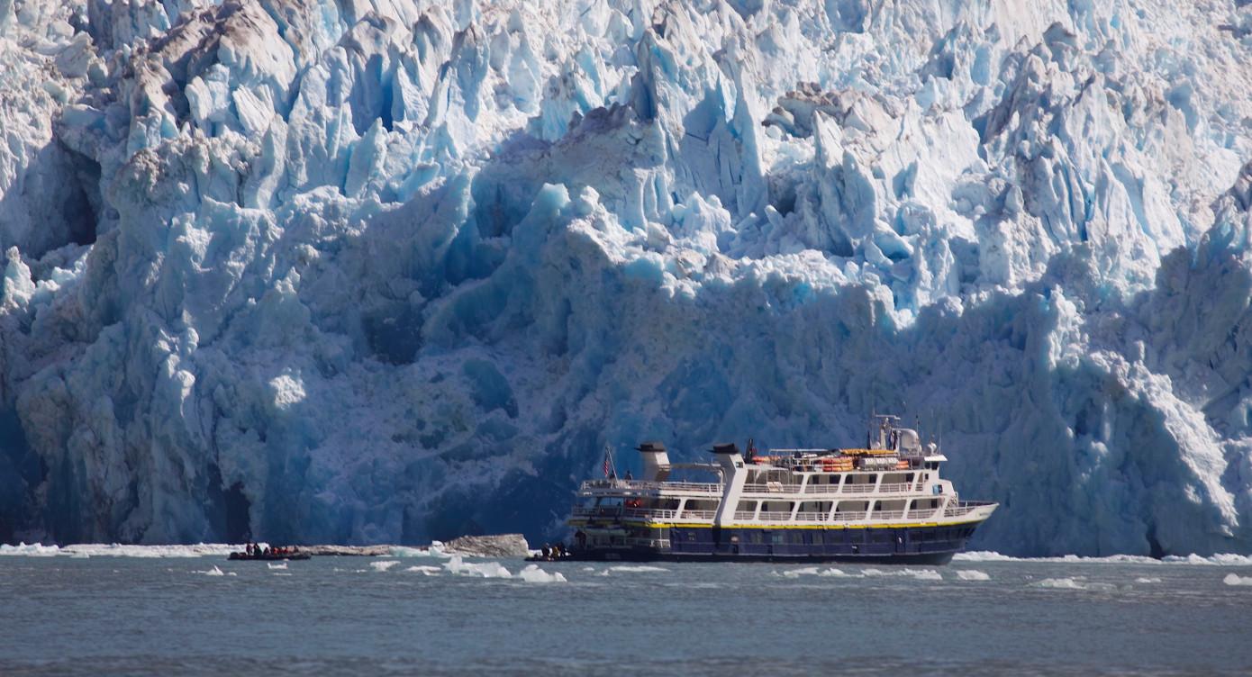 boat_glacier_featwide