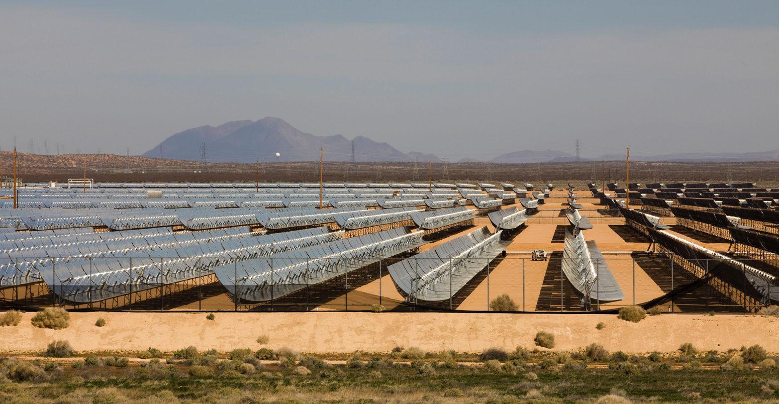 solar-troughs-in-california-C1FTBJ-1550x804